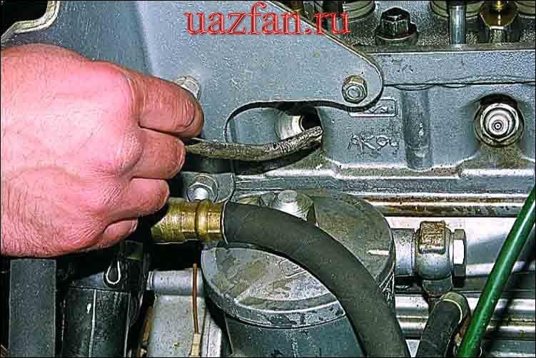 Замена маслоотражательных колпачков