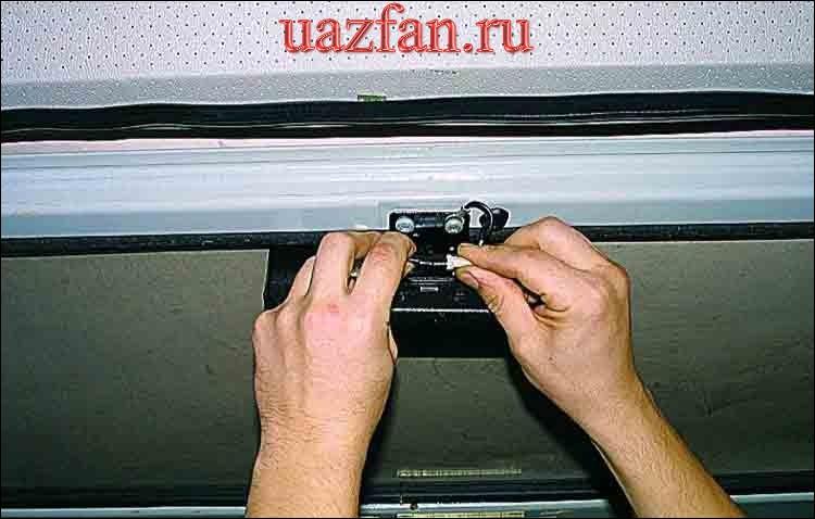 Снятие дополнительного фонаря сигнала торможения и замена лампы