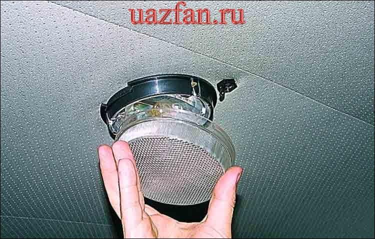 Замена лампы плафона освещения салона