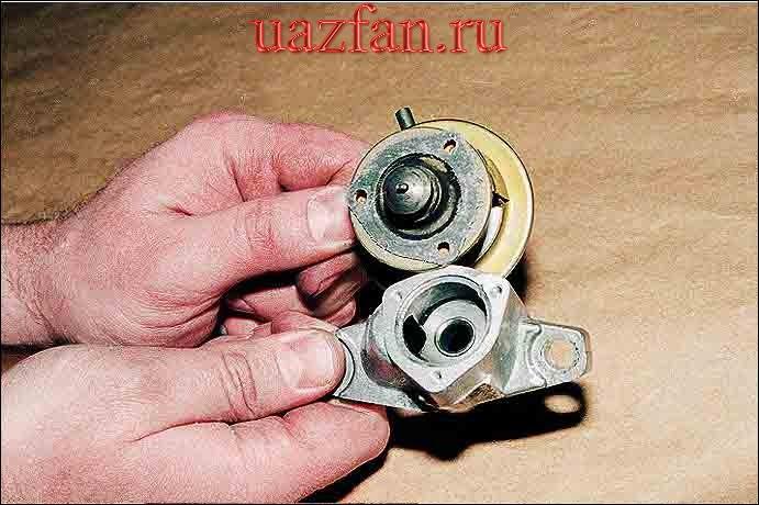 Снятие термовакуумного выключателя и клапана рециркуляции