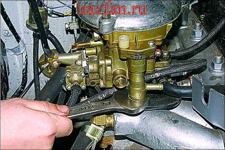 Снятие топливного фильтра карбюратора