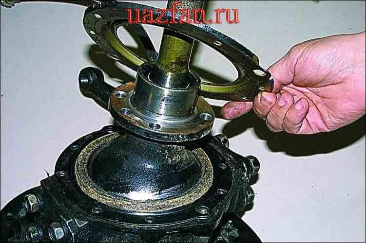 Замена манжеты полуоси и сальника шаровой опоры