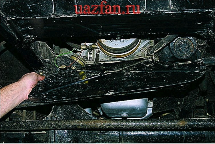 Снятие брызговиков двигателя