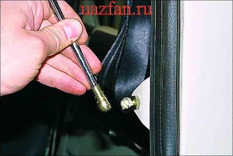 Замена газонаполненных упоров двери задка