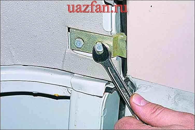 Снятие замка двери задка