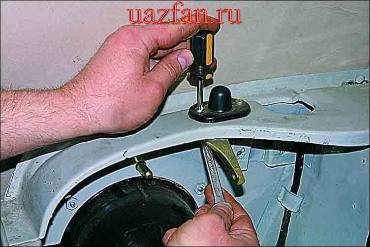 Снятие замка капота и его привода