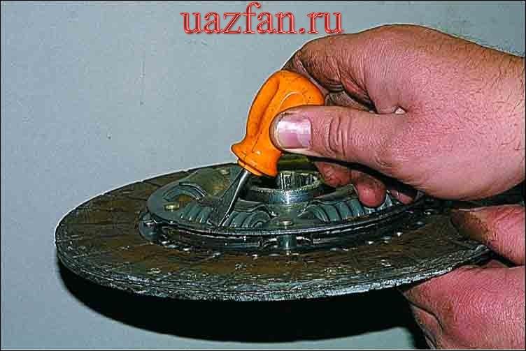 Снятие нажимного и ведомого дисков сцепления