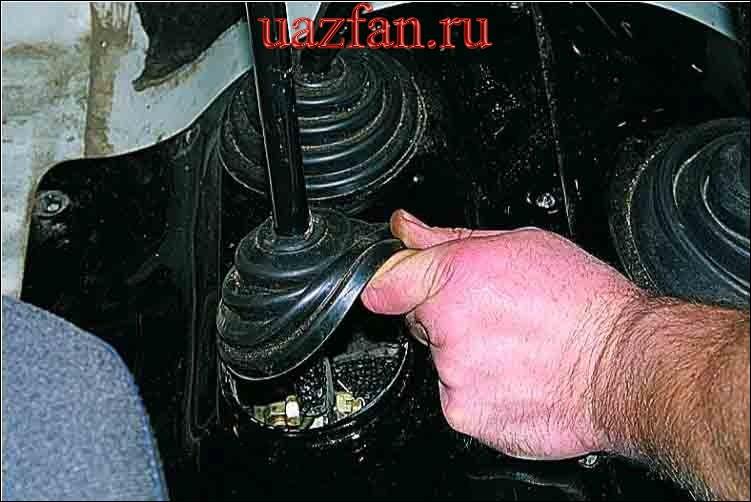 Снятие механизма привода стояночного тормоза