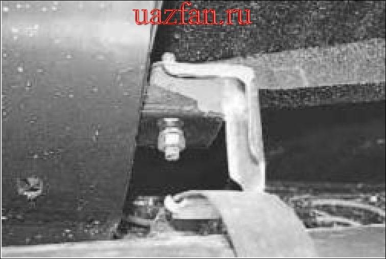 Замена подушки подвески системы выпуска отработавших газов