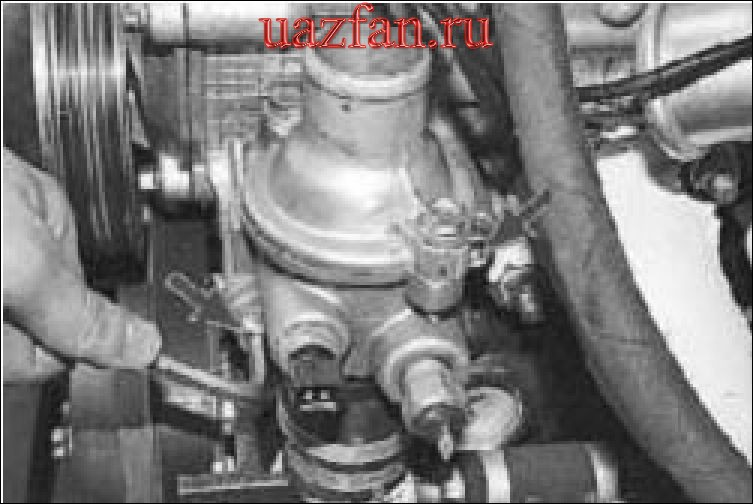 Снятие и установка термостата