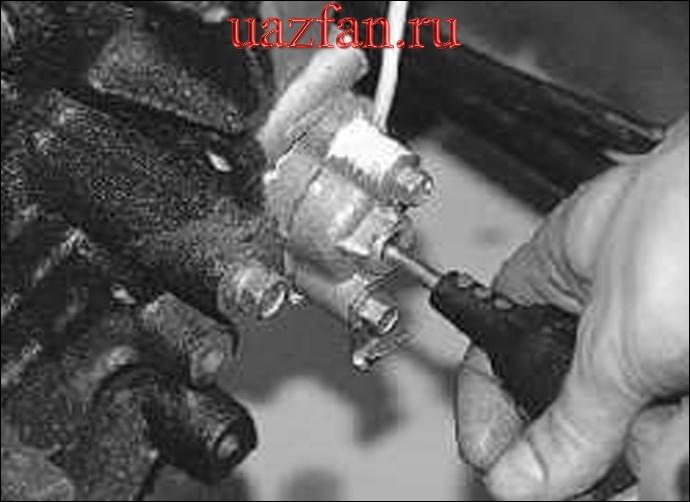 Сборка (Зарядка) и установка гидронатяжителя цепей