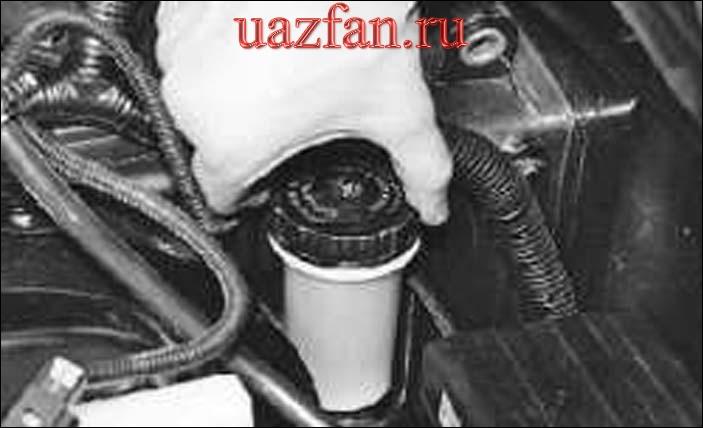 Проверка уровня и доливка жидкости в бачок главного цилиндра сцепления