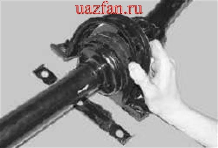 Замена промежуточной опоры задней карданной передачи